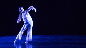 Yanaëlle-Thiran-dancing-Swapping-Shadows-2018-Photo-by-Julia-Testa